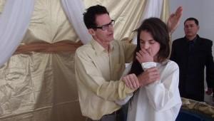 Momento do batismo de Bruna Comelli.