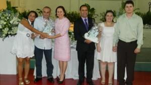 Casamento coletivo oficializou a união de 63 casais.
