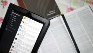Internautas promovem culto virtual e Bíblia em tweets