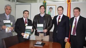 Na ocasião, autoridades públicas receberam materiais explicativos sobre o trabalho realizado na Igreja Adventista.