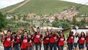 Mais de mil jovens se espalharam pelo litoral e zona da mata de Pernambuco para levar, além do evangelho, projetos de ajuda humanitária.