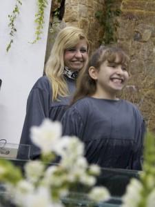 Cátia Bittencourt e sua filha, Sueli Bittencourt, que se batizou no dia de seu aniversário