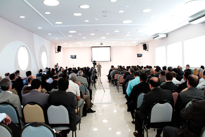 Pastores recebendo treinamento de evangelismo no CT