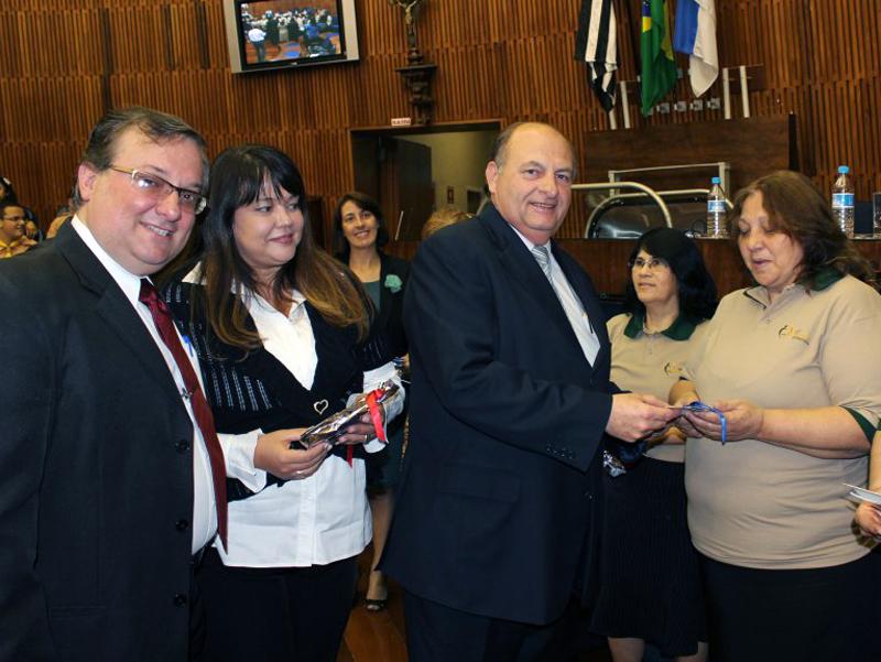 Vereador José Ricardo Dias, Denise Ravin, pastor Mazaro e diretoras da ASA