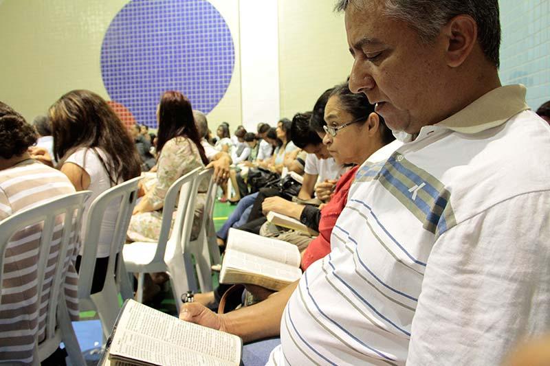Momento do estudo da Bíblia