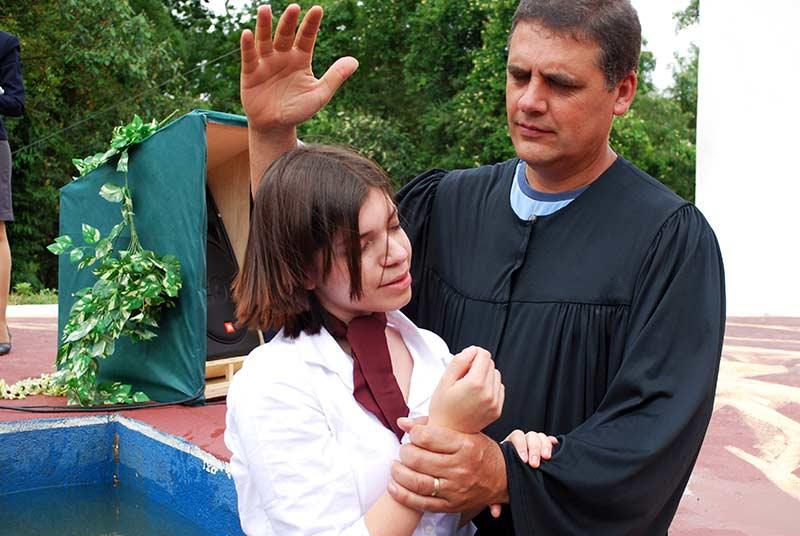 Momento do batismo no sábado de manhã