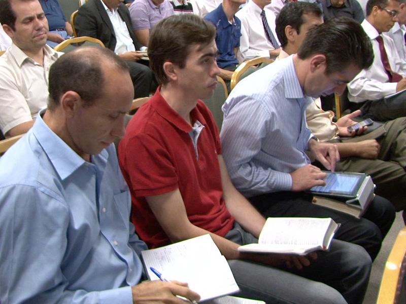Pastores do EIC recebendo treinamento