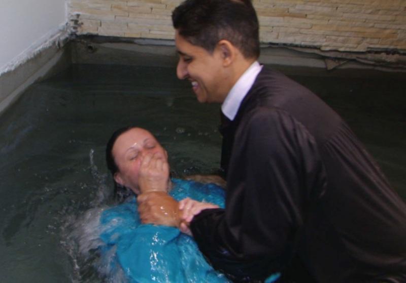 Batismo na Igreja Central de Santos