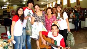 Jovens uniram música e auxílio