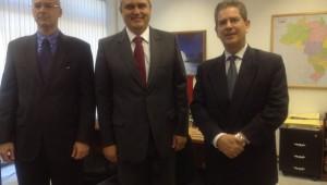 Zukowski (centro) e diretores do Ministério dialogaram sobre como facilitar a vida dos desbravadores