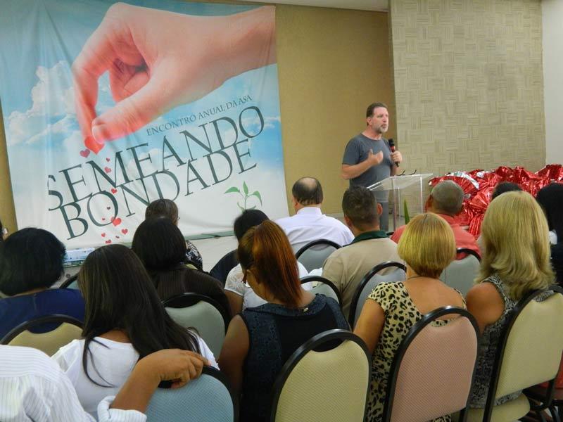 O pastor Berndt Wolter falou sobre voluntariado