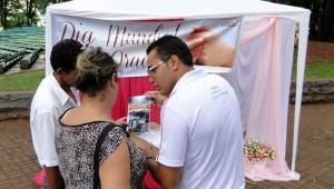 Tenda de oração montada na praça central de Ijuí, no RS. Orações e livros distribuídos para quem passou pelo local.