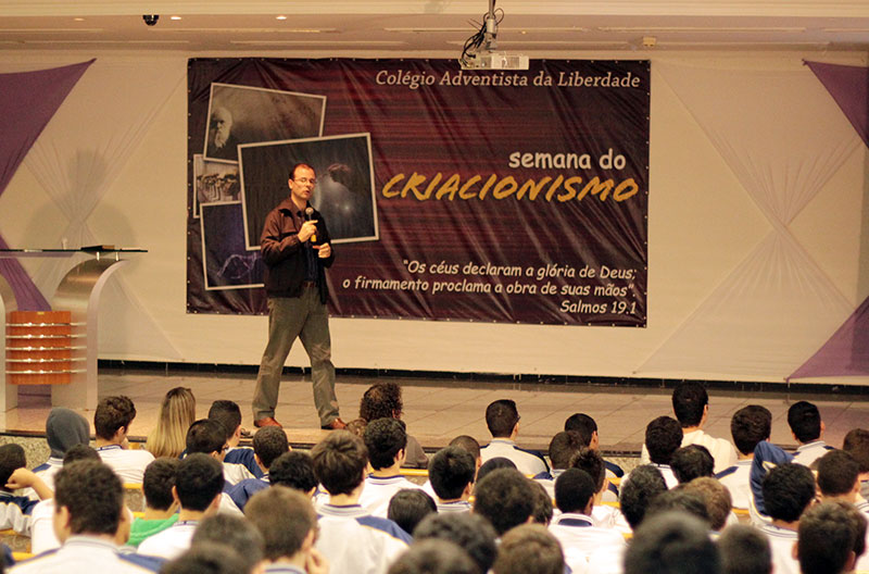 Jornalista Michelson Borges no colégio da Liberdade