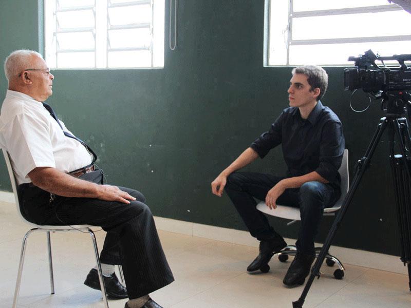 Um dos pioneiros sendo entrevistado