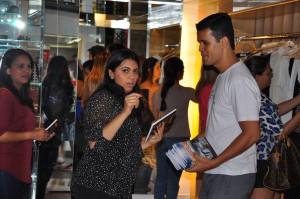 Em Brasília cerca de 10 mil livros e DVDs foram entregues em uma região nobre da cidade.