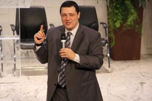 Pr. Kleber Gonçalves conversou com pastores sobre a visão de evangelismo no contexto de cosmovisão pós-moderna