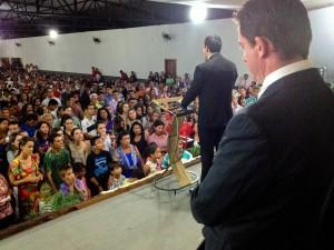 Projetos levam milhares a tomarem decisões ao lado de Cristo