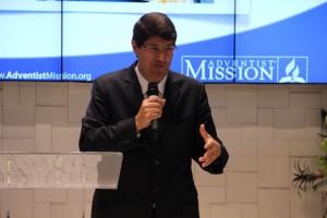 Pr. Santos enfatiza a estratégia usada a partir dos grupos nos lares e mesmo em locais públicos