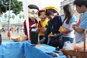 A ação foi acompanhada pela Turma do Nosso Amiguinho com panfletos educativos sobre saúde e paz, DVDs.