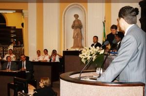 A sessão, transmitida ao vivo pela TV Assembleia, foi proposta pelo deputado estadual Odacy Amorim.