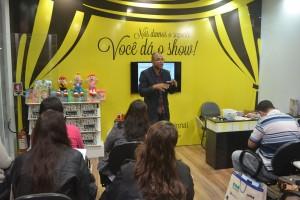 As 14 oficinas com autores de livros didáticos atraíram 350 pessoas ao estande da CPB Educacional.