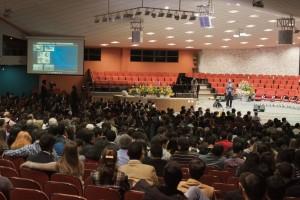 Legenda: Momento de perguntas e respostas feitas pelos participantes e palestrantes do Simpósio. Foto: Ana Paula Pireni