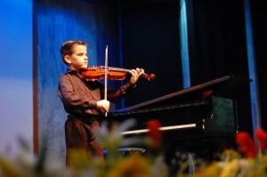 Guido Felipe, 8 anos que toca violino como gente grande.
