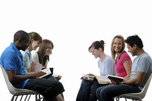 Pesquisa mostra predominância da amizade no primeiro contato das pessoas com a igreja