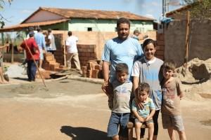 A casa de Luciana não tinha muro, o que era um grande transtorno com os filhos pequenos.