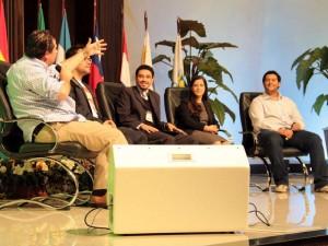 Pedro Araujo participando da discussão sobre Games
