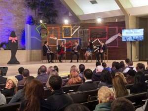 Antes das mensagens, temas do interesse dos jovens adventistas eram debatidos