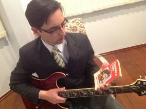 Victor Perdoncini trocou a guitarra do rock pela mensagem de Deus que chegou por meio do livro