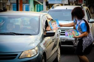 Entrega de revistas também ocorreu durante as ações