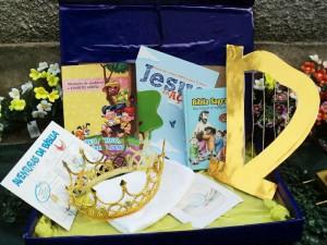 Todos os convidados receberam um kit especial com bíblia e lembrancinhas temáticas.