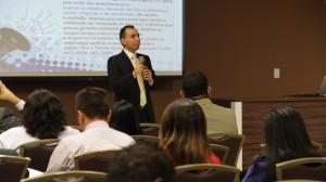 O pastor e jornalista Wendel Lima, durante sua apresentação no evento.