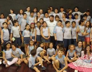 João Derli com os alunos do Colégio Adventista de Santa Maria, RS.