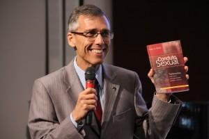 """A leitura do livro """"Conduta Sexual"""" acontece às quartas-feiras nas Igrejas Adventistas da América do Sul."""