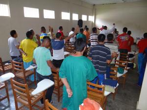 Internos participam de programa realizado na prisão