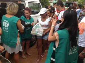 Voluntarios-fazem-campanha-para-ajudar-vitimas-de-chuvas