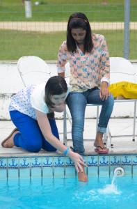 A cerimônia de lava-pés foi feita à beira da piscina