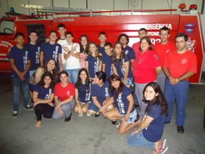 Jovens visitaram policiais civis e militares, bombeiros (foto) e os profissionais de saúde do hospital