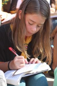 Desbravadores-escrevem-toda-a-Biblia-em-tempo-recorde-de-cinco-minutos2