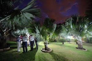 Antes do amanhecer, pastores se reuniram em oração pela programação da Semana Santa