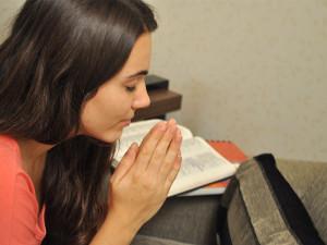Cada dia Caroline reserva o seu tempo de comunhão com Deus