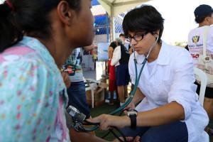 Um dos serviços oferecidos foi a aferição de pressão sanguínea. (Foto: Artur Buitrago)