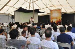 Pastor Ronaldo Arco mostra a estratégia do amor para evangelizar