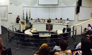 Bancada para o lançamento do projeto Efeito Dominó, em São Roque.