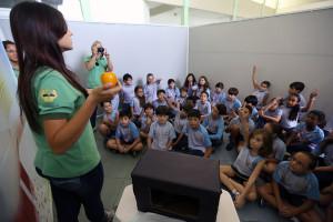 Foi montada uma mini-feira de saúde com diferentes dinâmicas para conscientizar os alunos