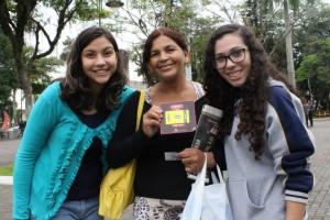 Adolescentes-distribuem-passagens-de-onibus-para-falar-da-pascoa-em-SC3