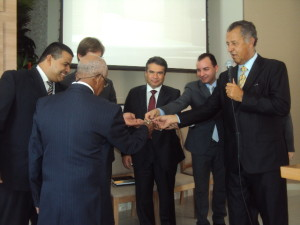 Momento simbólico da entrega das chaves para  a liderança da igreja